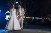 photographe-labaule-mariage-strobist-nuit-couple-confettis-original