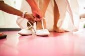 photographe-nantes-mariage-chaussures-details-preparatifs-maries-emilie