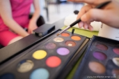 photographe-nantes-mariage-preparatifs-maquillage-colore