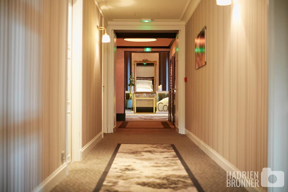 photo-couloir-hotel-royal-La-Baule