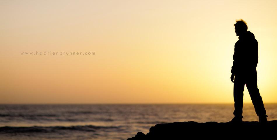 photographe-guerande-portrait-mer-homme-contre-jour