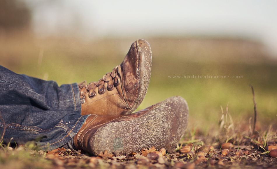 Photographe-homme-chaussure-nature-repos