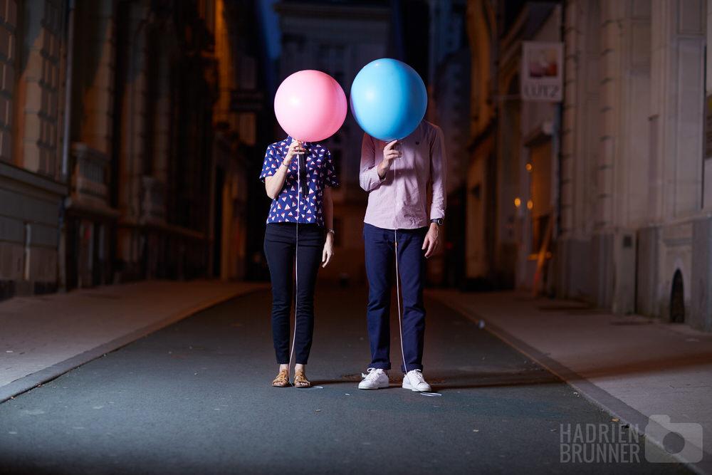 photographe-couple-seance-decalée-urbaine